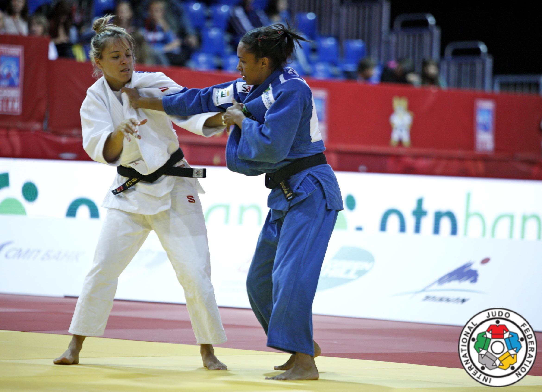 Laura Gómez en la disputa de la medalla de bronce en el Grand Slam de Tyumen 2014